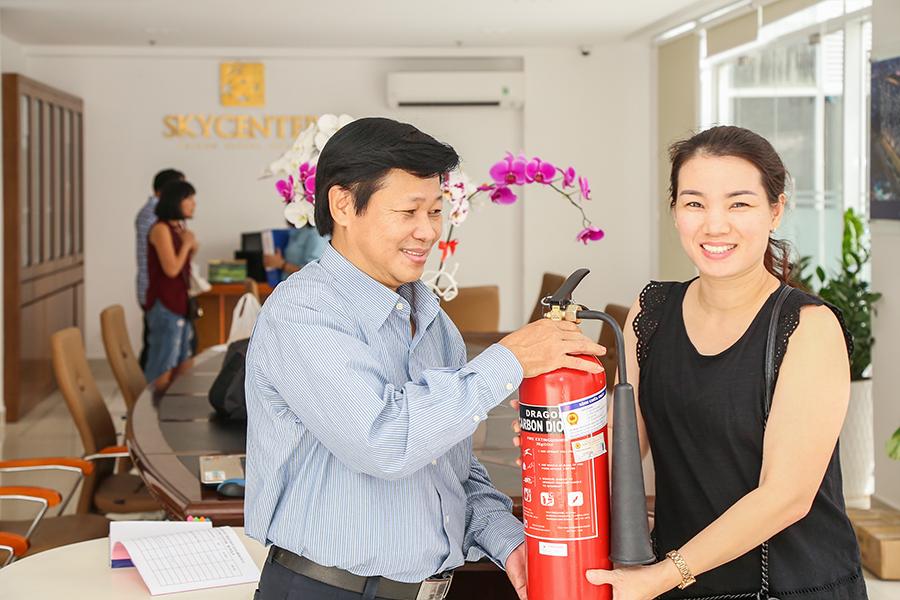 Trao tặng bình chữa cháy CO2 tại chung cư